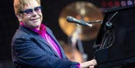 ELTON JOHN CANTA 'THE HEART OF EVERY GIRL'NA TRILHA DE 'O SORRISO DE MONA LISA'.